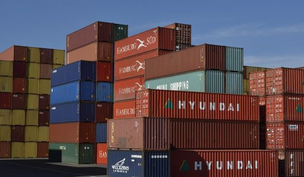 When Are Container Unloading Activities Deemed Safe for Operators?