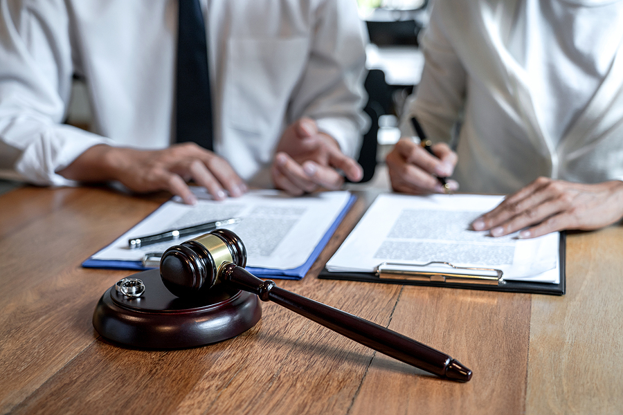 client consulting a criminal lawyer in Melbourne
